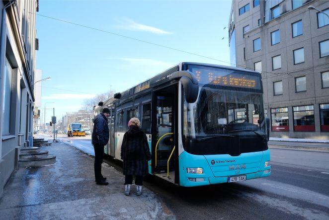 8ceec9c44a3 W3 uudised - FOTOD | Narva maanteel riivas lumesahk linnaliinibussi