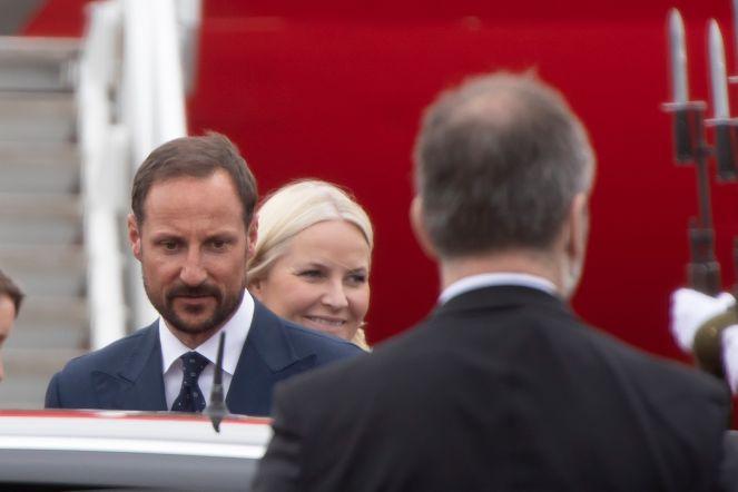 Norra kroonprints ja kroonprintsess saabusid Eestisse