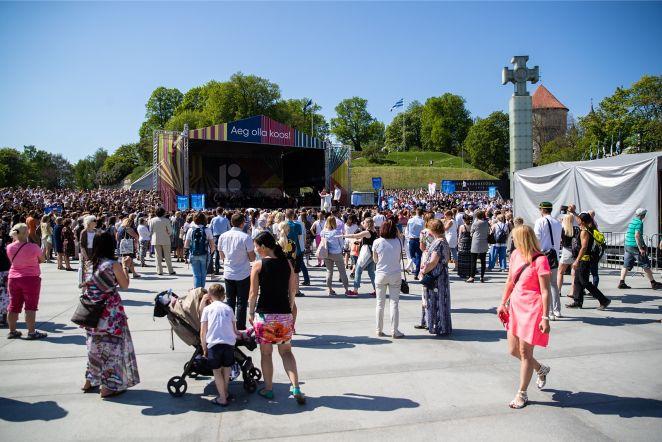 Tallinna õpilaste suur ühislaulmine Vabaduse väljakul