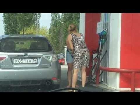 VIDEO, mis ajab sind naerma(või nutma!): Kaks oskamatut naist bensiinijaamas on ooper omaette