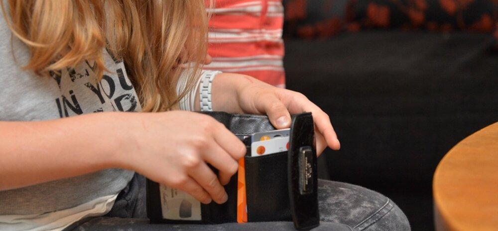 Teenisid suvel taskuraha? Vaata, millised õigused on lapsevanemal otsustada lapse teenitud raha üle