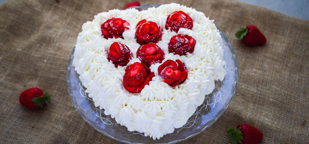 Ideaalne maius emadepäevaks: südamekujuline mangokohupiimakreemiga tort