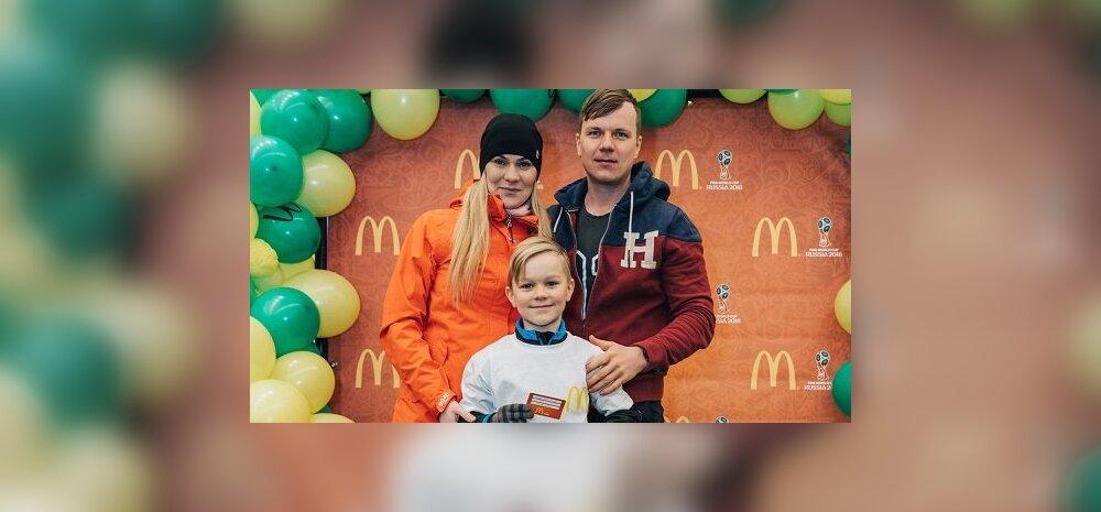 FOTOD ja VIDEO: vaata, kuidas valiti jalgpalli MM-i finaalmängule sõitev laps