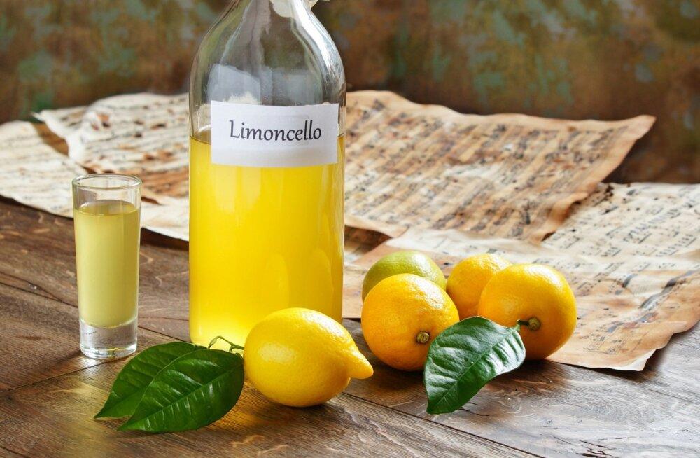 Kodune sidrunijook ehk limoncello.