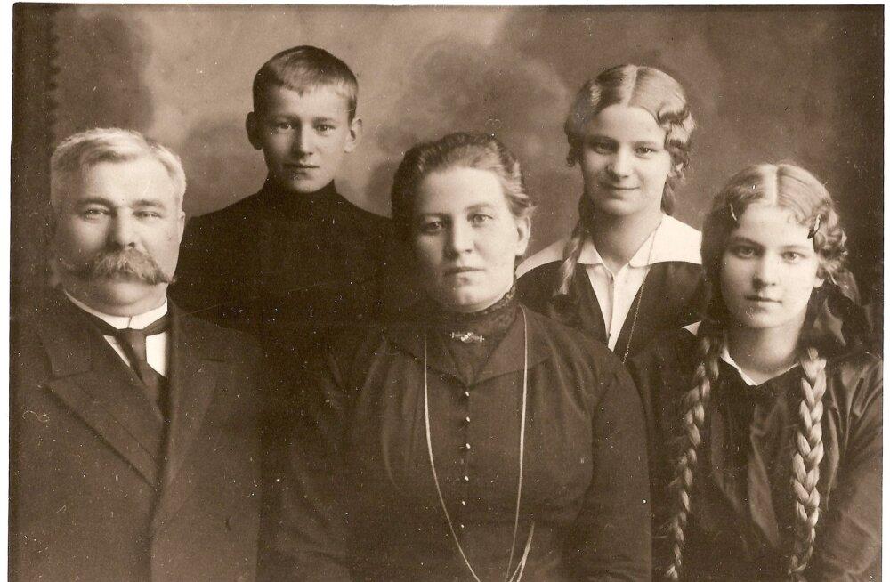 Leinbaumid - Mihkel, Karl, Emilie, Hella, Marta. Just proua Leinbaum oli võtmeisik, miks kaks perekonda tihedalt suhtlema jäid