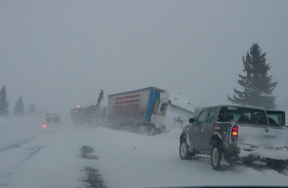 Evakueerimisega pidid ametid tegelema 2010. aastal, kui Padaorus jäi lumevangi ligi 600 inimest.