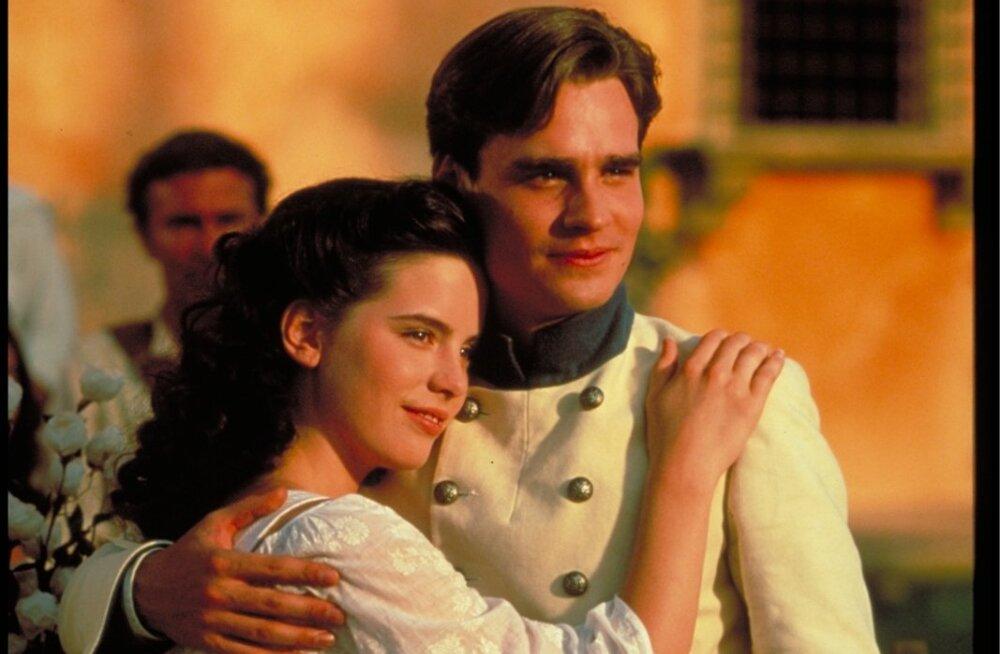 """Kate Beckinsale ja Robert Sean Leonard filmis """"Palju kära ei millestki""""."""