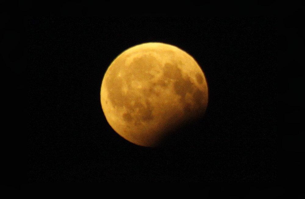 ФОТО: Лунное шоу над Кохтла-Ярве