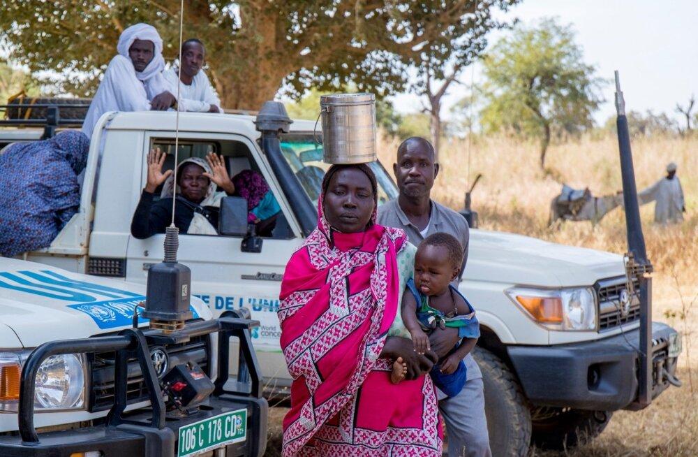Naised liiguvad ringi, lapsed selga seotud, ja kannavad väga värvilisi riideid. Kuna lapsi on palju, on ka abiorganisatsioonidel surve vähendada laste suremust, sest just laste suremuses on Tšaad maailmas teisel kohal.