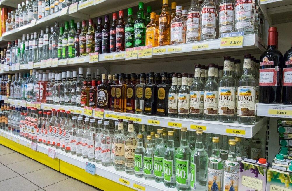 Alkohol kallines Lätis pärast aktsiisitõusu rohkem, kui ennustati