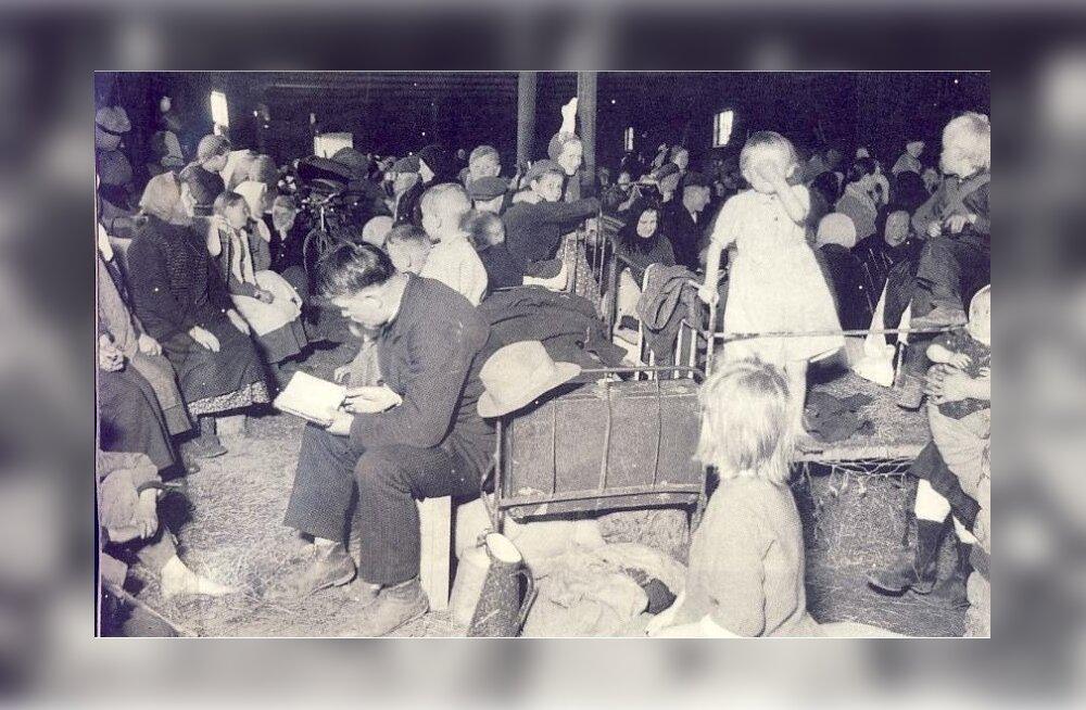 SÕJA JALUS: Ingeri sõjapõgenikud ootavad Gatšina laagris Eestisse saatmist. Foto aastast 1943.