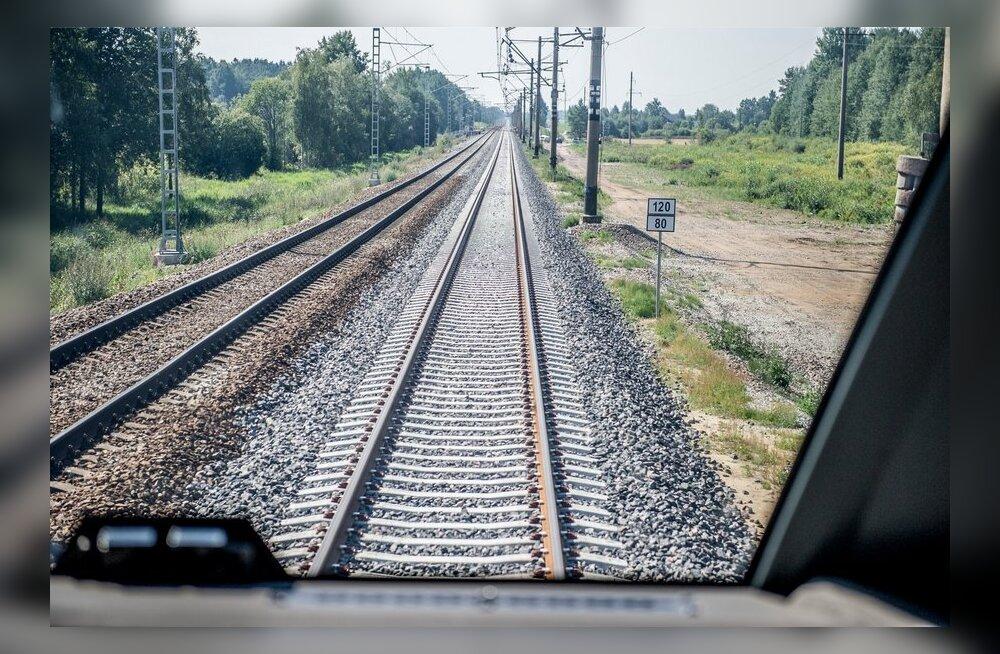 Rootsis peatati mõnedel raudteelõikudel liiklus – kuumus väänab rööpad kõveraks