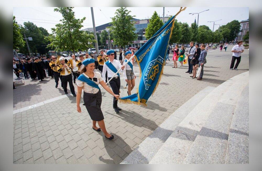EBS lõpuaktus Estonia kontserdisaalis