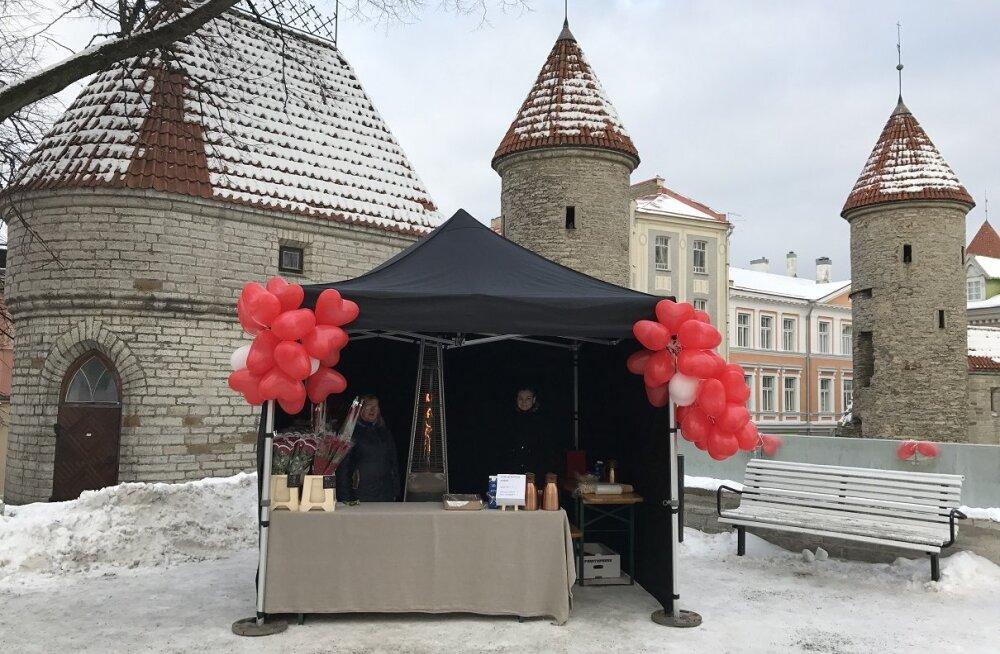 В центре Таллинна открылся поп-ап киоск, где можно купить цветы