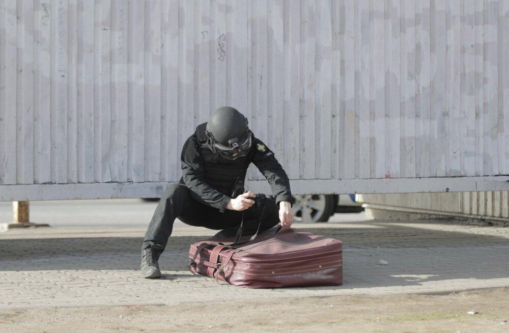 Pommirühm uurib kahtlast kohvrit