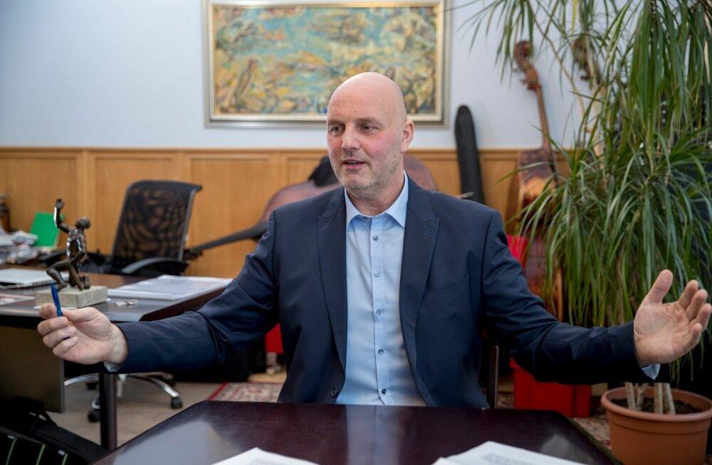 LOOBITAKSE KAIKAID KODARATASSE: GAGi direktor Hendrik Agur ütleb, et uus kaebus onosa pikast võitlusest, mille väike grupp vilistlasi ja lapsevanemaid on ette võtnud kooli laienemise takistamiseks.