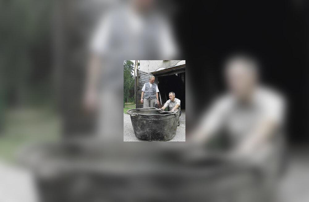Arheoloogid leidsid Padise kloostrist haruldase hiigelkatla