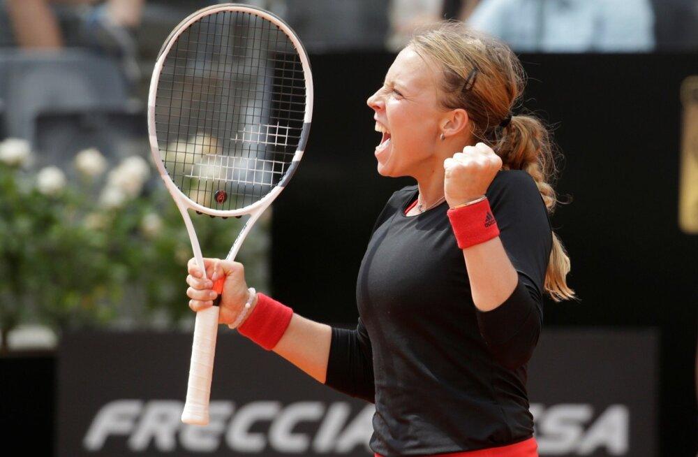 Anett Kontaveit rõõmustamas Venus Williamsi alistamise üle.