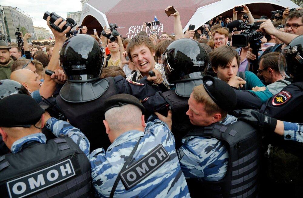 Moskvas kasutas korrakaitse märtsiga võrreldes rohkem jõudu, käiku läksid nii nuiad kui ka pisargaas.