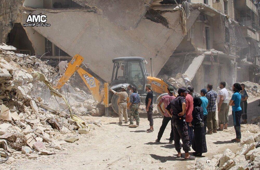 Mideast Syria Surviving In Aleppo