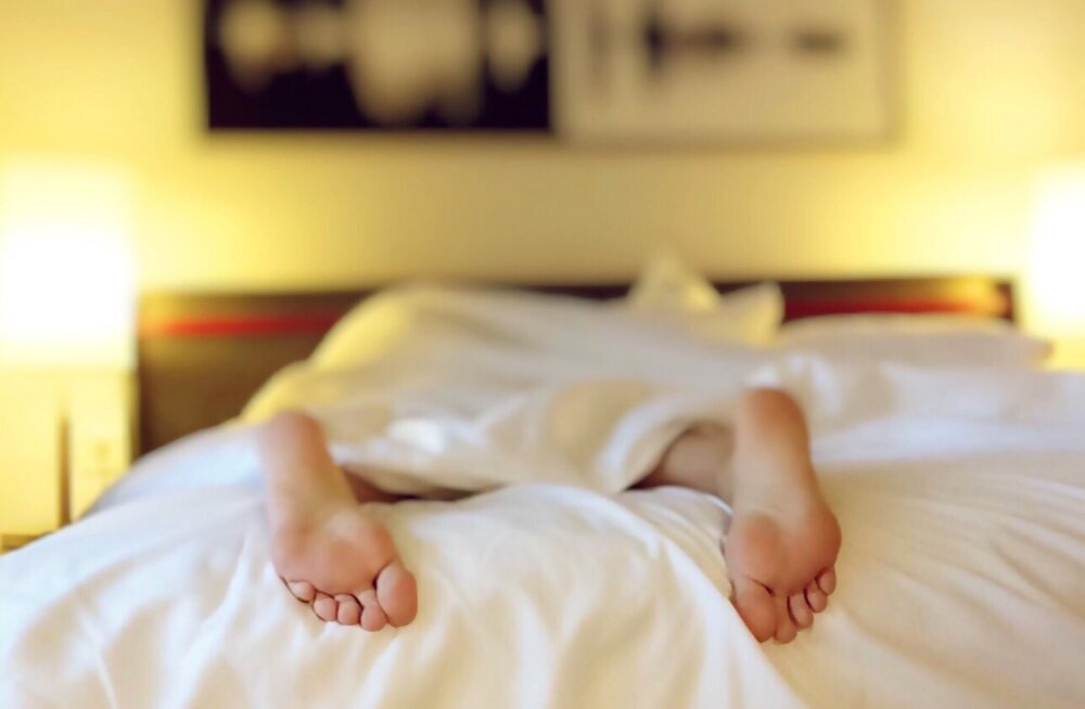 Муж или ребенок? С кем мне спать?