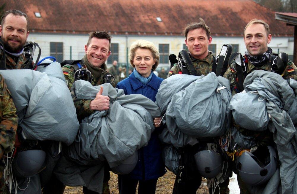 Töö viib Saksa kaitseministri Ursula von der Leyeni tihti ka sõjaväebaasidesse. Tema kinnitab, et jutt armee kriitilisest olukorrast olevat üle paisutatud ja ükski rahvusvaheline kohustus ei jäävat täitmata.