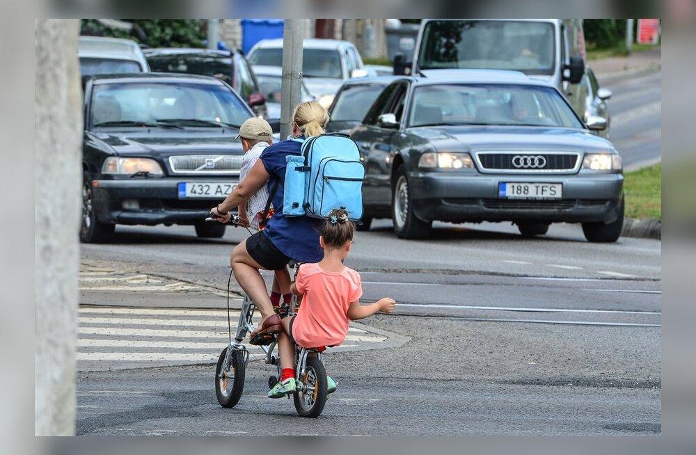 Jalgrattur lastega