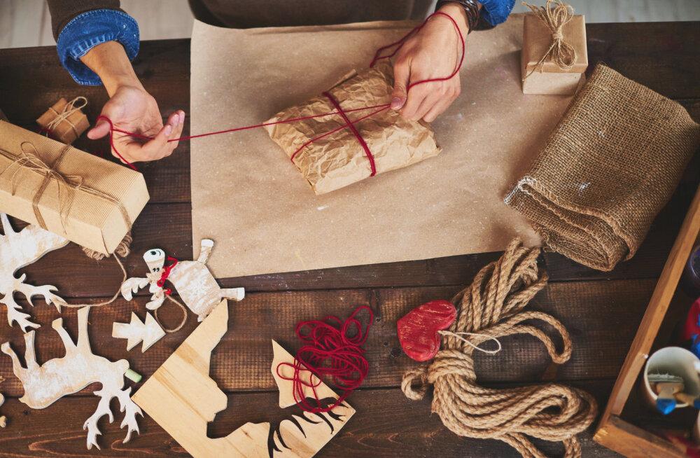 ВИДЕО DELFI: Унылую упаковку — в печь! Как креативно запаковать подарки нестандартной формы