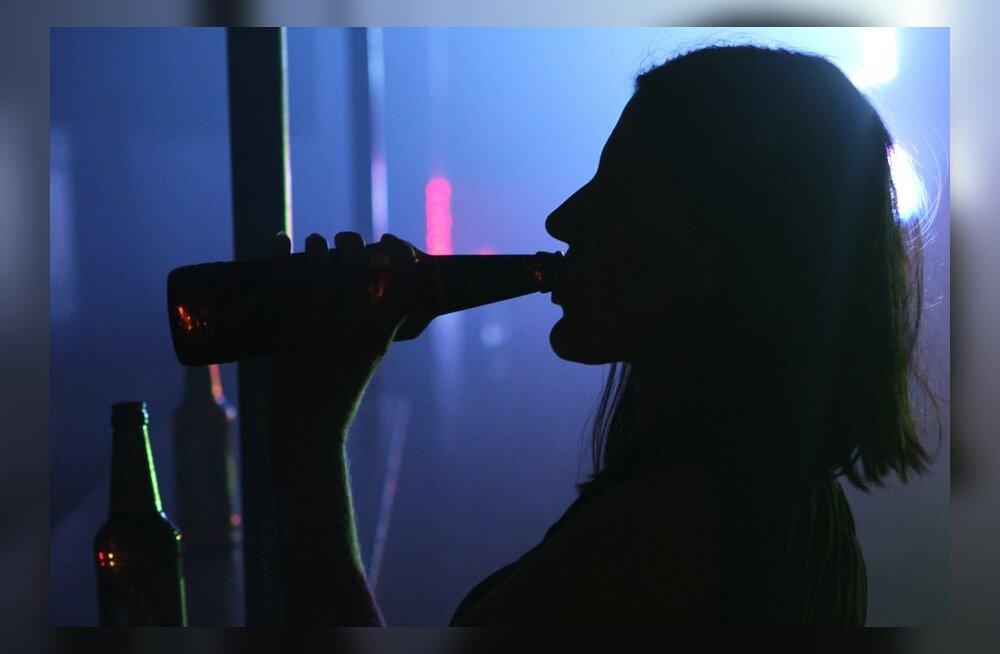 golie-telka-napilas-na-prazdnike-luchshee-porno