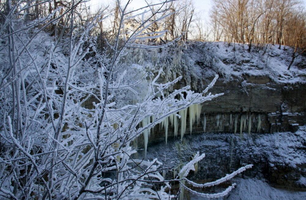 ФОТО: Водопад Валасте вновь превратился в ледяную сказку