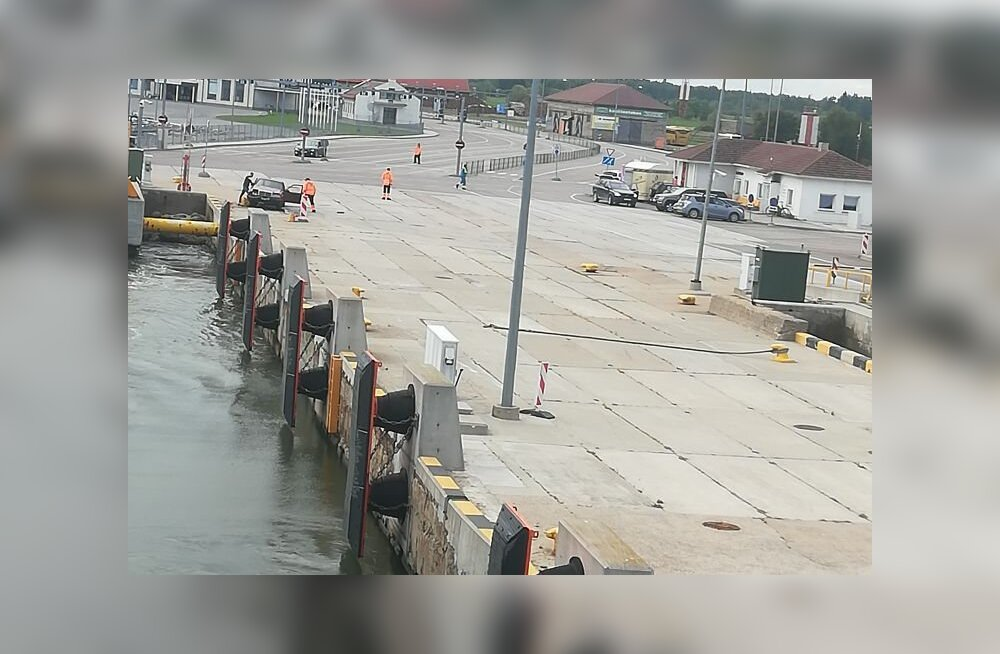 Kuivastu sadamas juhtunud liiklusõnnetuses sai inimene viga