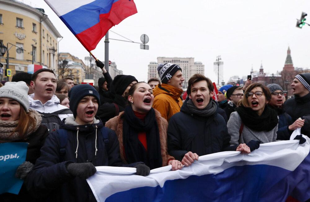 У участников акции Навального требуют миллионы за газон