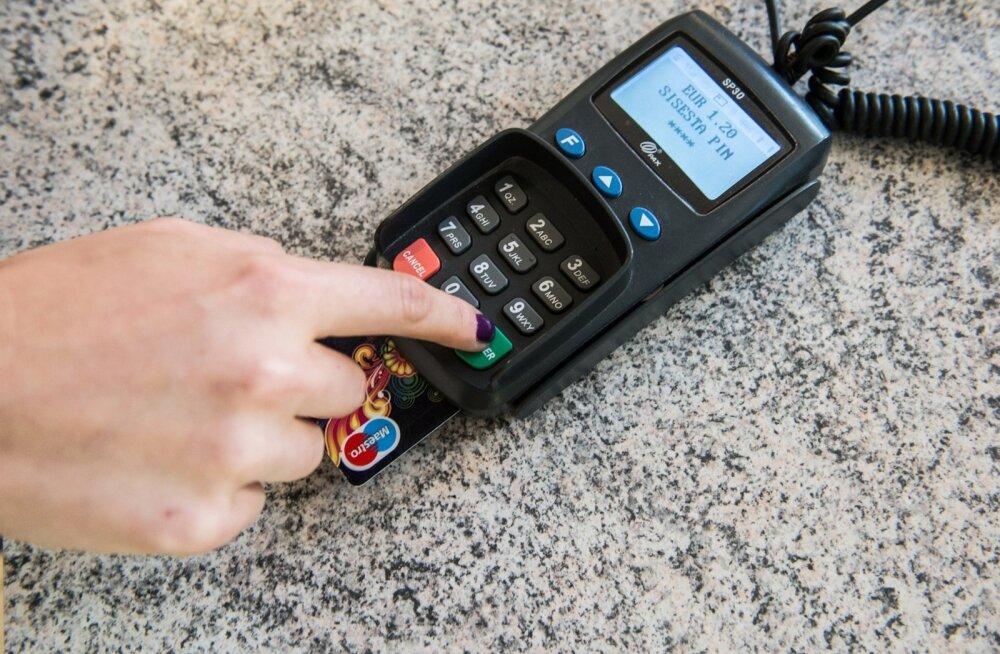 Teiste pankade tuules hakkab ka SEB viimaks viipekaarte pakkuma