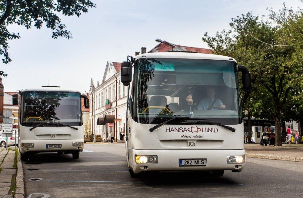 Hansa Liinide buss Pärnu kesklinnas