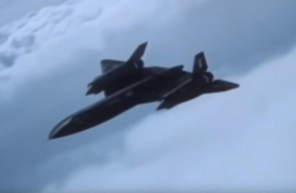 Varem salastatud: Rootsi piloodid kaitsesid 1987. aastal Baltimaade kohalt naasnud mootoririkkega USA luurelennukit SR-71