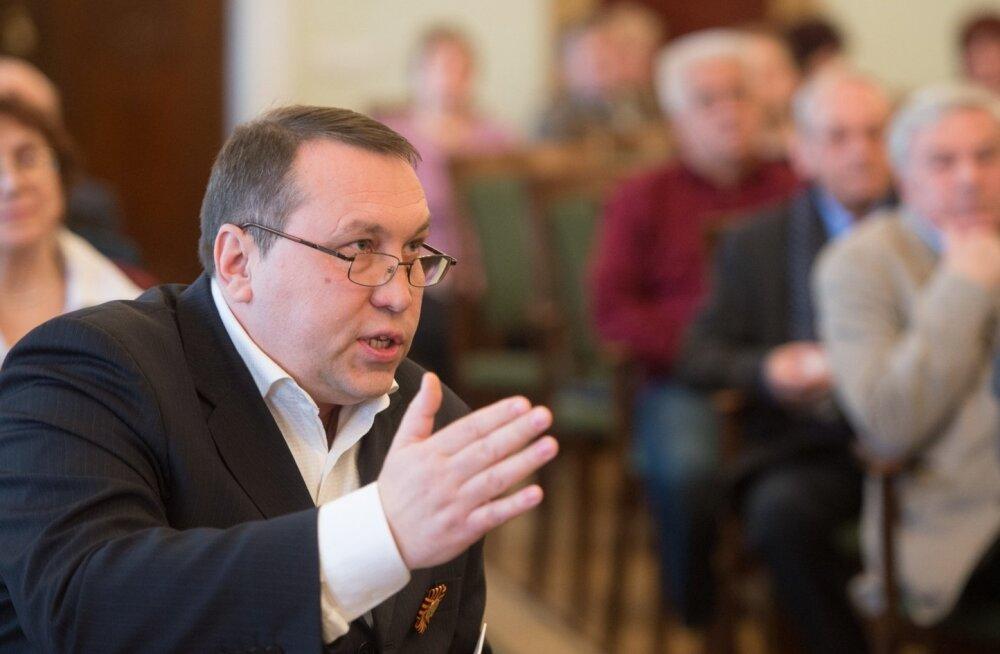 Kaks aastat tagasi oli Kornilov häälekas kõneleja nn Venemaa kaasmaalaste konverentsil. Nüüd paistab, et propagandist ajas osa kihutustöö raha oma tasku.