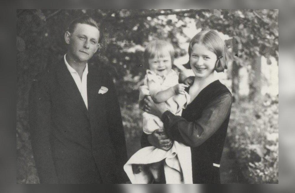 Aksli isa ja ema esimese lapse Astaga, 1920ndate lõpus.