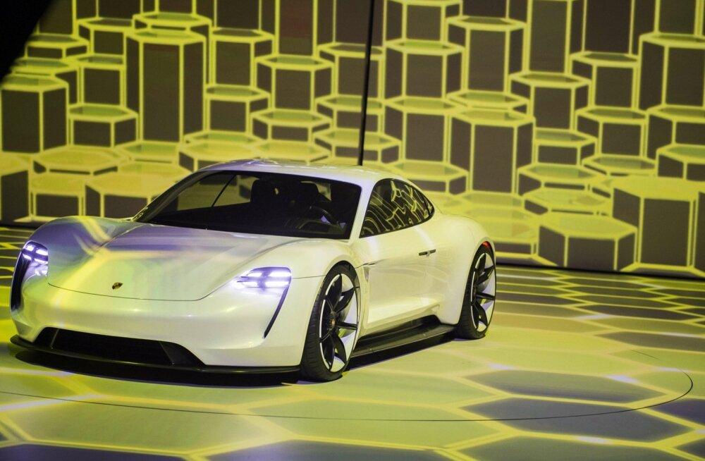 Porsche Mission E kontseptautona kaks aastat tagasi Frankfurdi autonäitusel