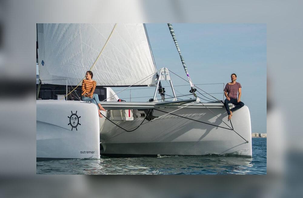 Пара оставила обычную жизнь ради приключений на яхте