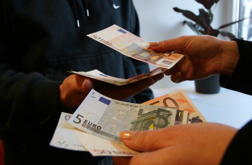 Кому в Эстонии угрожает зарплата в конверте?