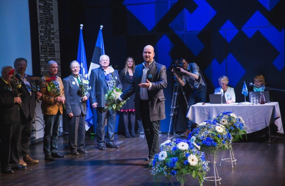 Eile Vabaerakonna uueks juhiks saanud Artur Talviku sõnul on erakonnal Eesti poliitikas kindel koht: väga eestlaslik, sotsiaalliberaalse ja ultrakonservatiivse vahel. Aeg näitab, kas suudetakse eristuda ja ellu jääda.