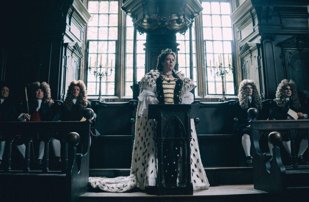 Kuninganna Anne on tegelasena kõige mitmeplaanilisem ja Colman mängib selle rolli hästi välja.