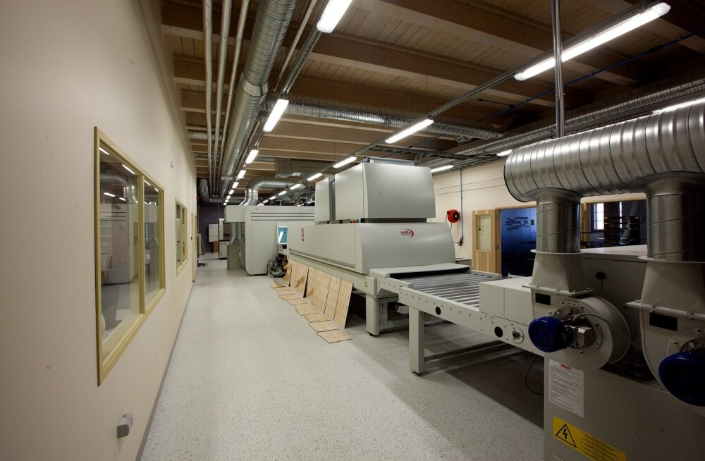 Võrumaa Kutsehariduskeskuses paiknev puiduvaldkonna kompetentsikeskus Tsenter on sisustatud tehnoloogia viimase sõna järgi. Masinate soetamisel on jälgitud, et ei dubleeritaks neid, mis koolil juba niikuinii olemas.