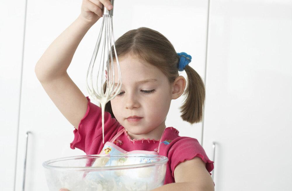 Lase emadepäeval lapsed kööki tegutsema! Siin on mõned laste endi retseptid, mis ka sinu pisipõnnidele jõukohased peaksid olema