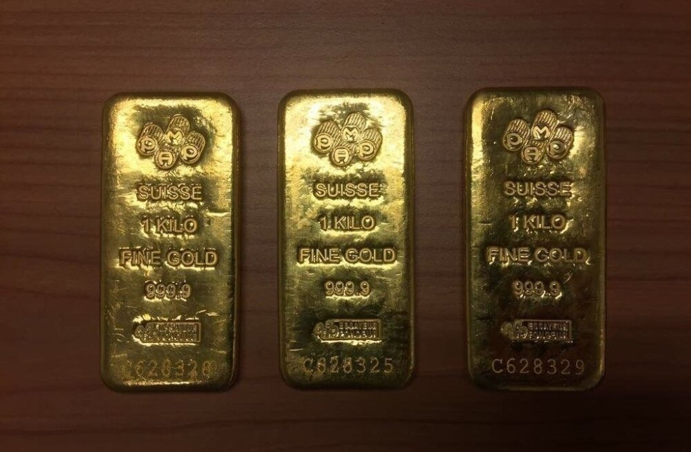 В аэропорту Амстердама у эстонки обнаружили три золотых слитка и 127 000 евро
