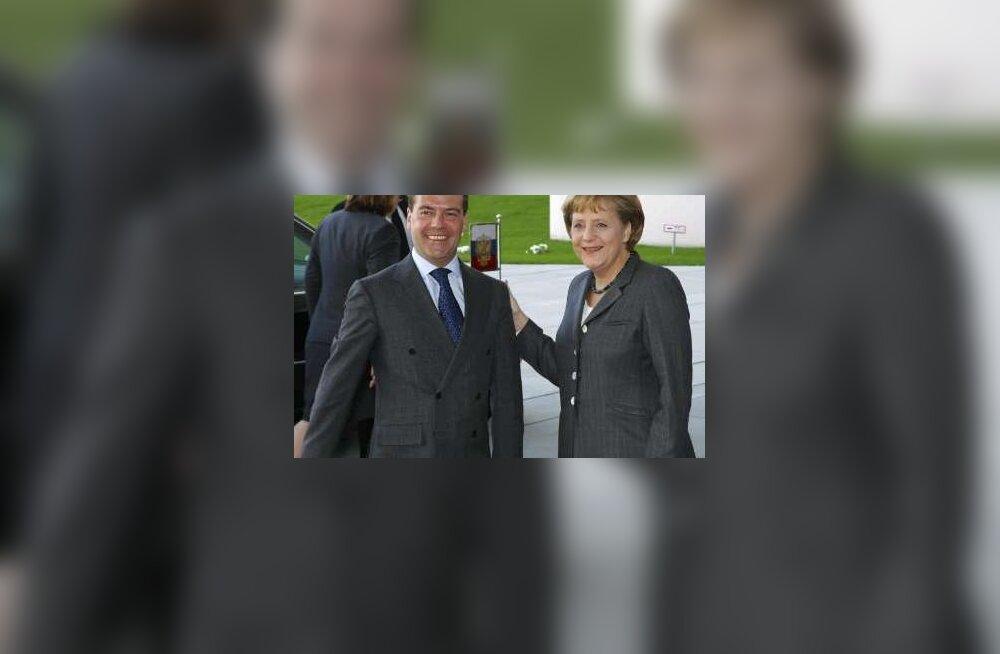 Merkel veenab Lätit ja Leedut sõjalisele koostööle Venemaaga