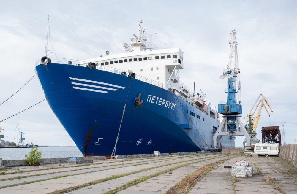 Venemaa laev Peterburg Paljassaare sadamas.