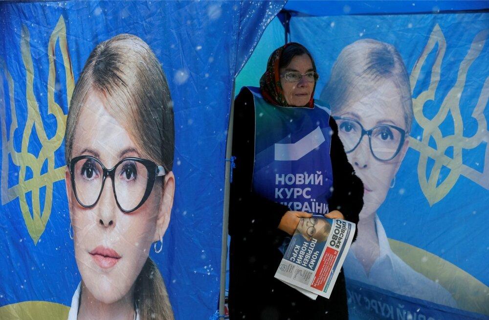 Ukraina ekspeaminister Julija Tõmošenko tegi juba novembri lõpus pealinnas Kiievis kampaaniat. Kiri vabatahtliku vestil lubab Ukrainale uut kurssi, kuid paljud kahtlevad selles.