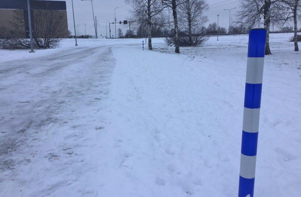 FOTOD | Tartusse rajati Eesti esimene pimedate kõnnirada