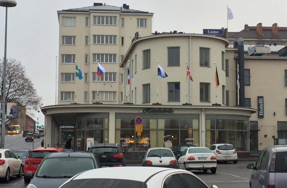FOTO   Põhjanaabrite hotellis heisati Eesti lipp valet pidi